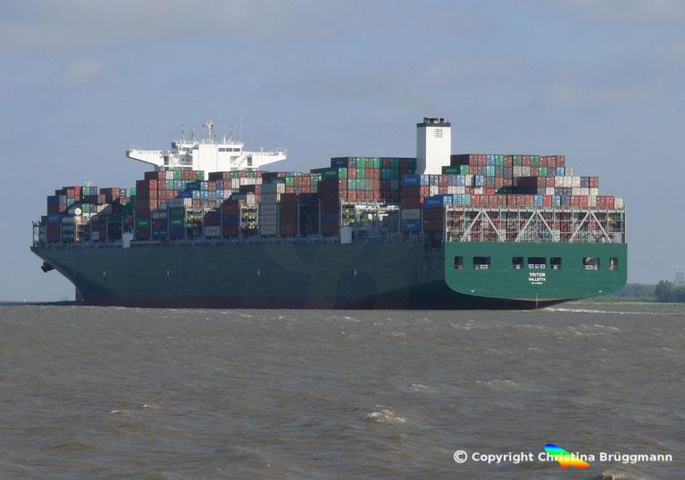 """Containerschiff """"TRITON"""" auf der Elbe 08.06.2016"""