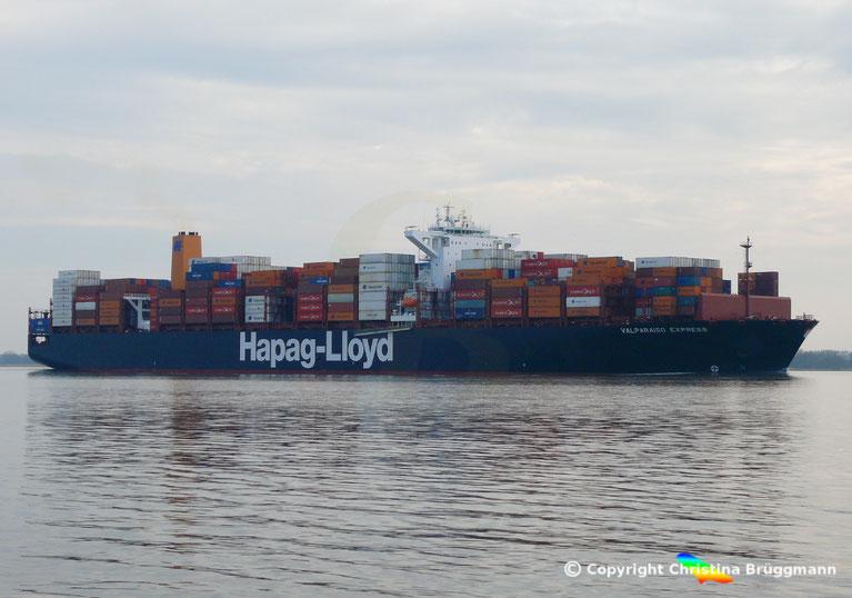 """Containerschiff """"VALPARAISO EXPRESS"""" auf der Elbe 13.03.2017"""