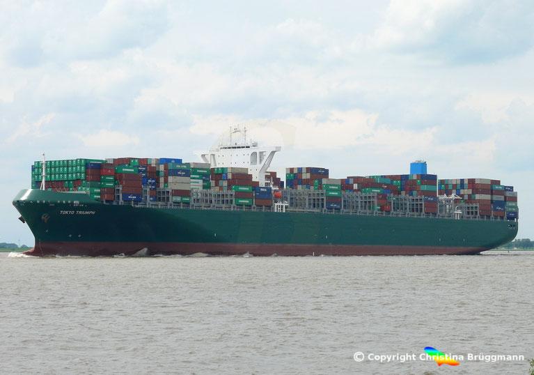 """Containerschiff """"TOKIO TRIUMPH"""" auf der Elbe 06.06.2017"""