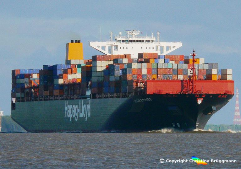 """Containerschiff """"ULSAN EXPRESS"""" auf der Elbe 26.05.2015"""