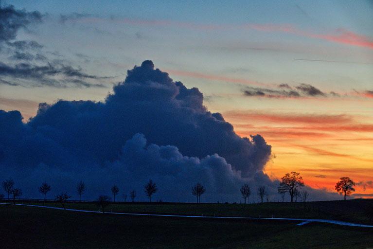 Schlechtwetterfront zieht vom Siebengebirge zur Giesenhausener Höhe