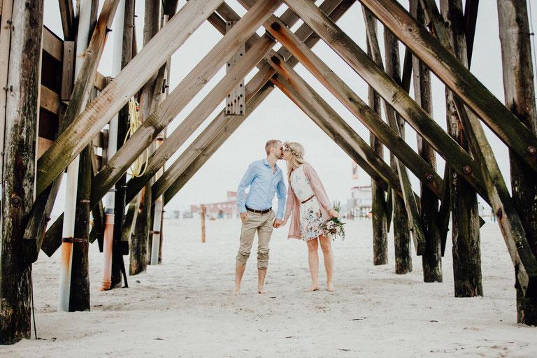 Paarshooting am Strand von Sankt Peter Ording, Hochzeitsfotograf Nordfriesland