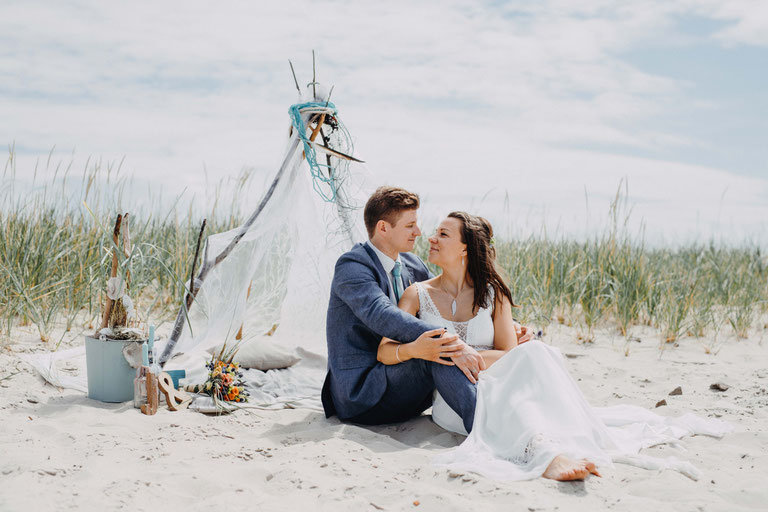 Heiraten am Strand in Sankt Peter Ording. Fotograf für Hochzeit in Schleswig-Holstein, Husum, Flensburg.
