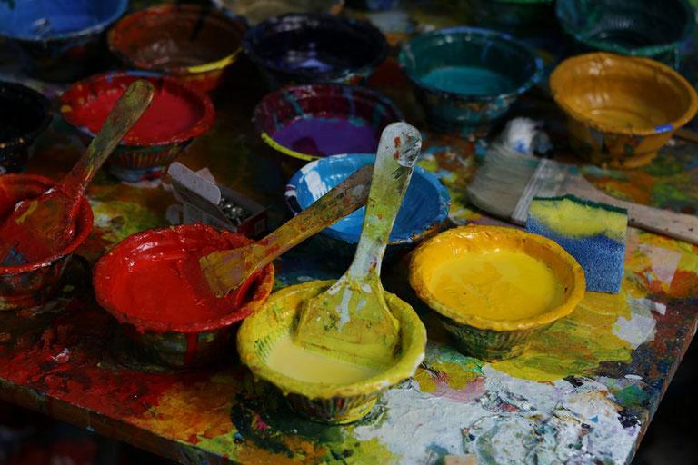 Freies Malen mit vielen Farben und Gefühl - Foto: zgc1993 / unsplash