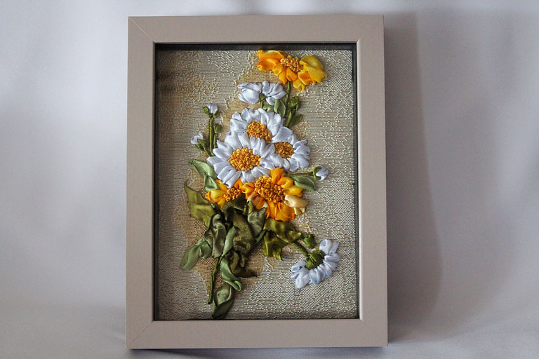 "Bild  ""Feldblumen"" Bild mit Stickerei Satinbänderstickerei Bild mit 3D-Rahmen"