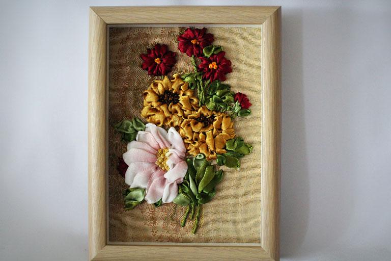 """Bild  """"Drei Rosen"""" Bild mit Stickerei Satinbänderstickerei Bild mit 3D-Rahmen"""