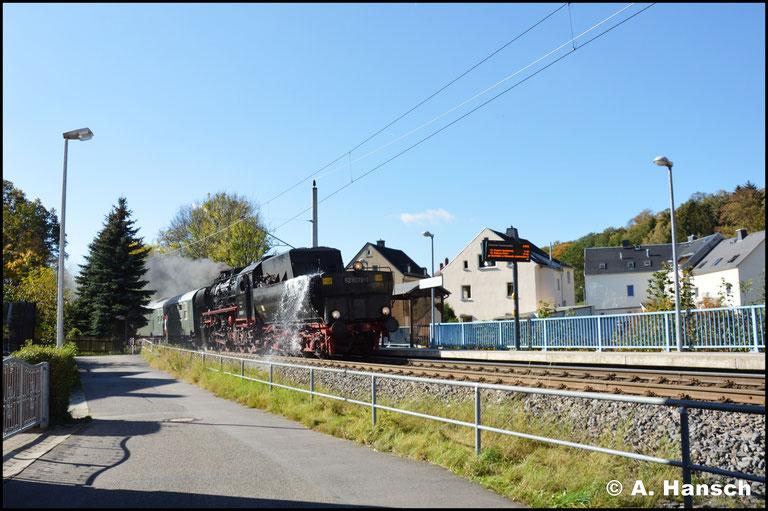 Im Allgemeinen wird die Strecke zwischen Stollberg und Altchemnitz nur von Straßenbahnen befahren. Heute dampfte es hier auch mal, was den ein oder anderen Anwohner mit Kamera bewaffnet auf die Straße lockte