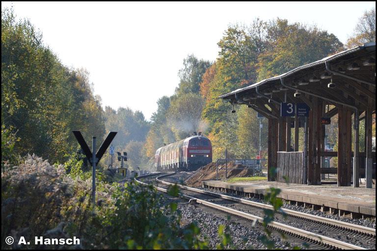 Mit 50 km/h Höchstgeschwindigkeit und einem Halt in Chemnitz-Borna Hp, ließ der Zug lange auf sich warten. Dann brummte es in der Ferne