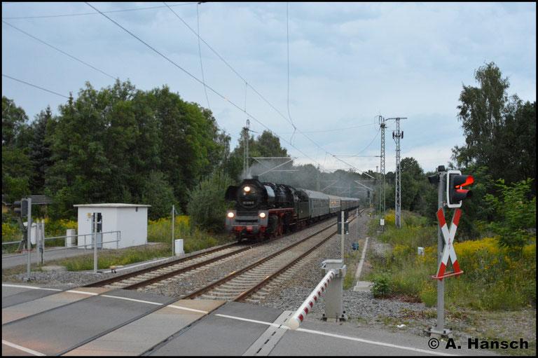 In Chemnitz-Furth war es dann schon wieder zu dunkel für ein scharfes Bild...noch bitterer: Die 95er holte den Zug in Chemnitz Hbf. bis zum SEM um sich ein Kopfmachen zu sparen. Doch da war es bereits ganz dunkel