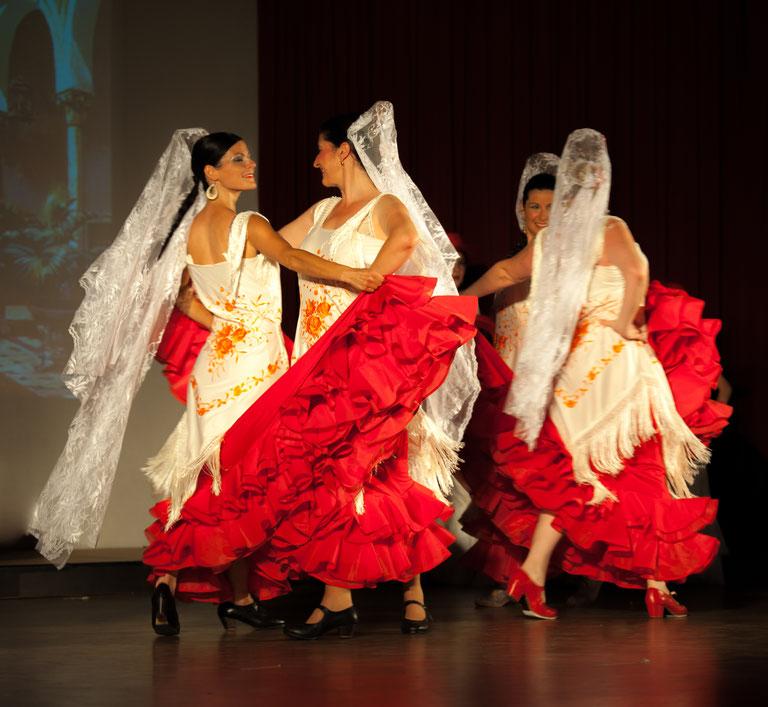 Danse classique espagnole enseignée à AIRE ANDALUZ par Marie Carmen.