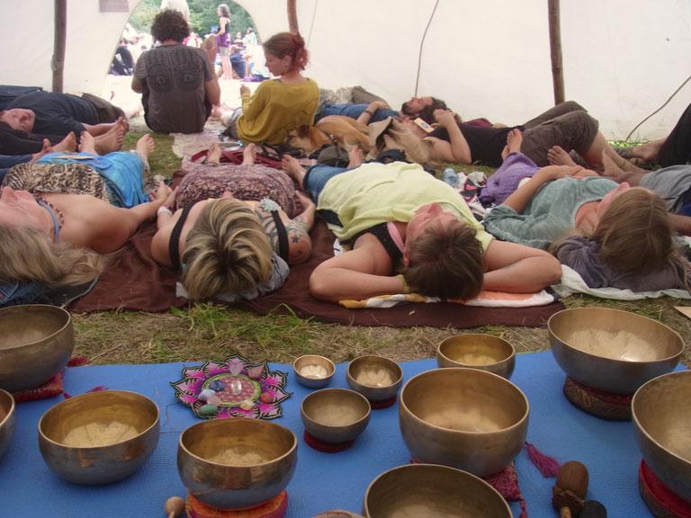 Chakra Klang Meditation im Tipi Zelt auf dem New Healing Festival