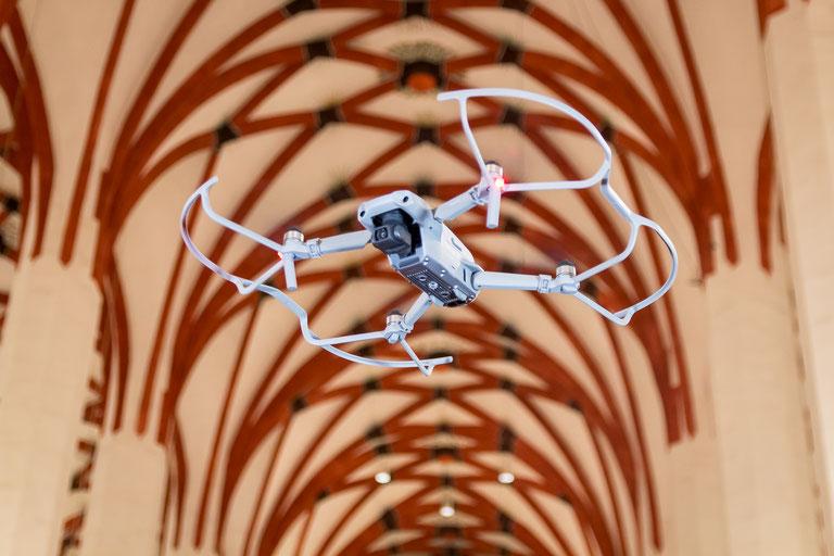 Drohnenflug in Innenräumen, hier: Thomaskirche zu Leipzig, Foto: Stefan Baumgarth, 2020