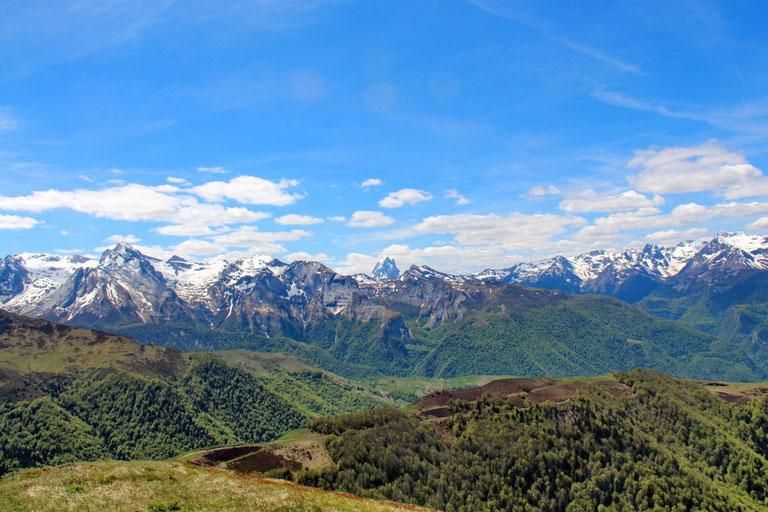 Au centre, le Pic du Midi d'Ossau.