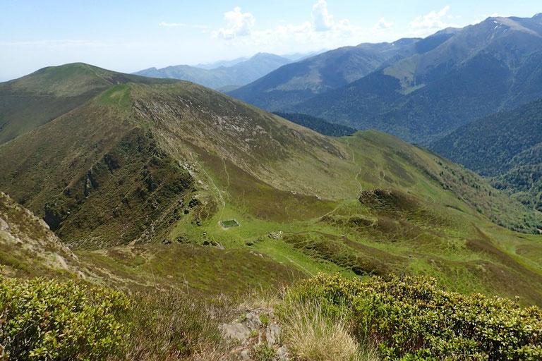 Petit coup d'oeil derrière moi sur le Col de Culendous. A droite, mon itinéraire retour.