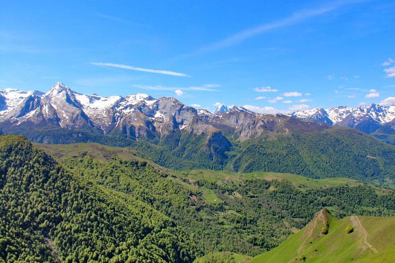 Au centre le Pic du Midi d'Ossau.