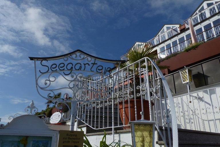 Bild: Ferienwohnungen im Seegarten in Meersburg direkt am Bodensee mit Seeblick