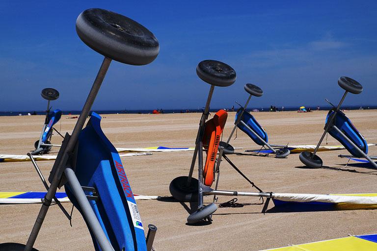 Mathieu Guillochon, photographe, noir et blanc, rivages, calvados, char à voile, plage de sable, Normandie, couleurs,