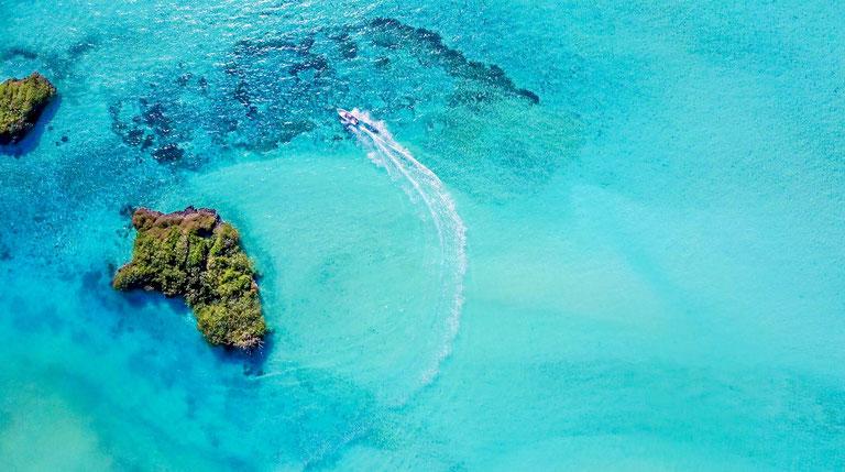 Fly fish The Seychelles, FFTC.club saltwater destination, Motorboat cruising, Cosmoledo Atoll, Fly fish the best saltwater destinations at the Seychelles.