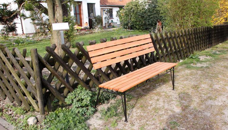 Solide Gartenbank, 130 cm, Stahlgestell mit Lärchenholz