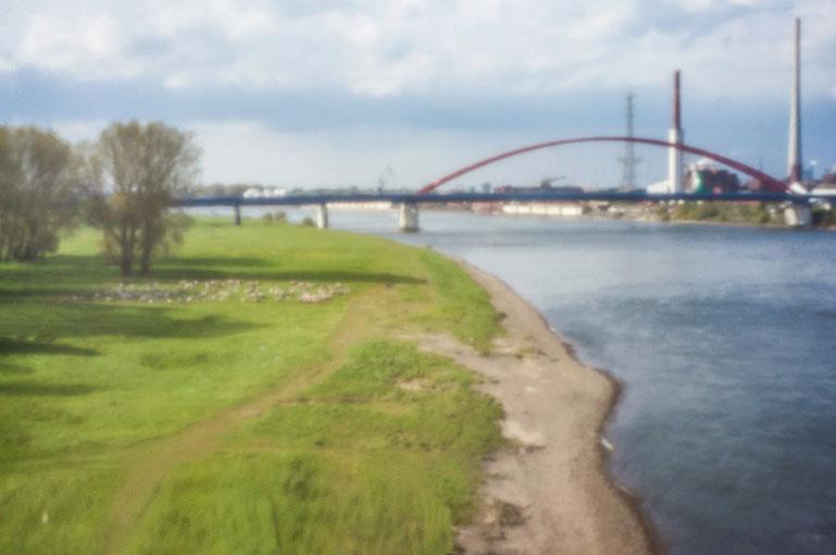 Rhein, Duisburg, Brücke der Solidarität