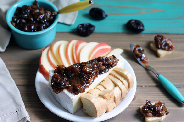 For a fancy appetizer you can whip up in a flash, try this cheese appetizer with prune jam! The classy snack idea has easy-to-love flavors. #hiddenveggies #partyappideas #cocktailhour #easyappetizers #prunerecipes #appetizer #sunsweet #brie #prunes #jam