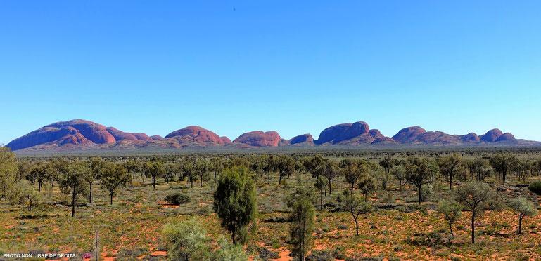 A l'approche de Kata Tjuta, Centre Rouge, Australie