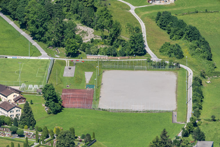 Sandplatz und Tennis
