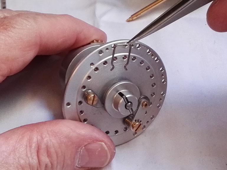Montage de l'anneau élastique de retenue du disque de cliquet