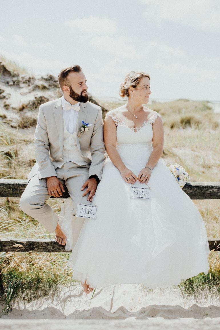 Brautpaarshooting am Strand in Sankt Peter Ording. Heiraten in Nordfriesland.