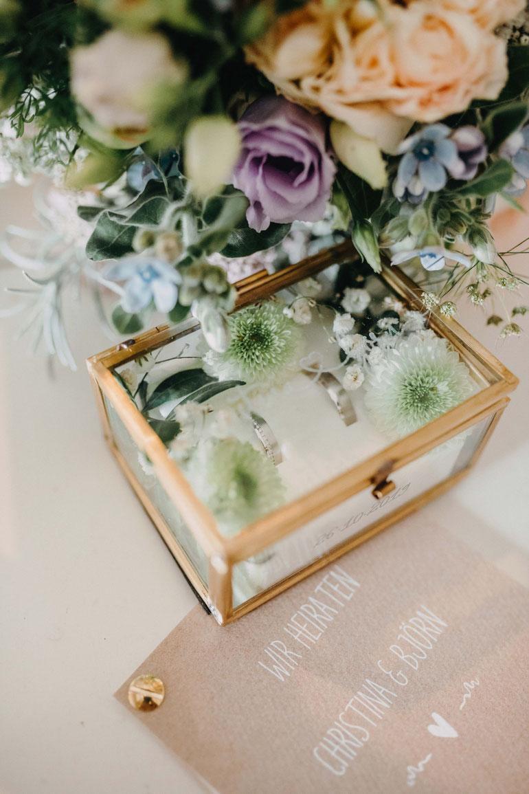 Ringkästchen von der Landhaushochzeit auf dem Peterhof. Hochzeitsfotograf Alexander Zachen