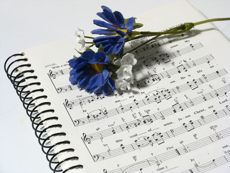 Noten und Blumen