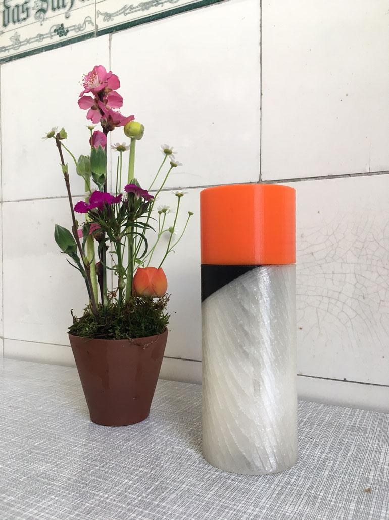 Pfeffermühle / Salzmühle Dolores. Manipulierter 3D Druck. Malen am Drucker. Entworfen und hergestellt von Isabelle Enders in Nürnberg. Hier ein Bild von der Mühle von Susanne Schwarz und Ludwig Janoff