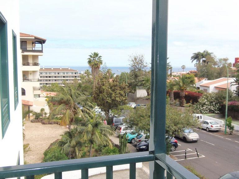 Blick vom Balkon der 3 Schlafzimmer Wohnung bis zum Meer.
