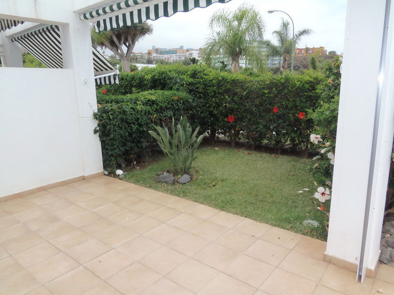 Terrasse mit Gartenteil