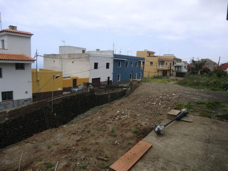 Grundstück - Einfahrt vom Haus