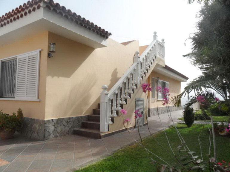 Seitentreppe am Haus