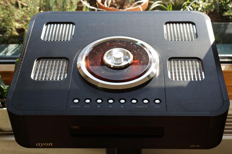 ein aufwendiger SACD Player, DAC mit optionaler PCM > DSD Wandlung und analoger Vorverstärker