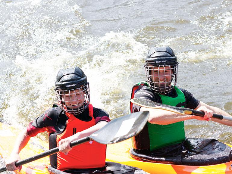 Bei unserem Fest zum Start in die Flussbad-Saison 2018 können Jugendliche Kanupolo ausprobieren.