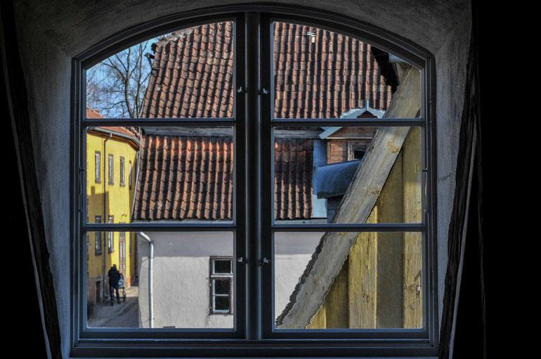 Kuldygos senamiestis pro palėpės langą / Foto: Artis Gustovskis
