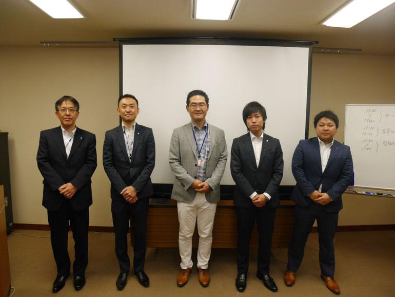 講師集合写真 左から、空知信用金庫さん2名・原田塾長・日本セーフティー株式会社さん2名