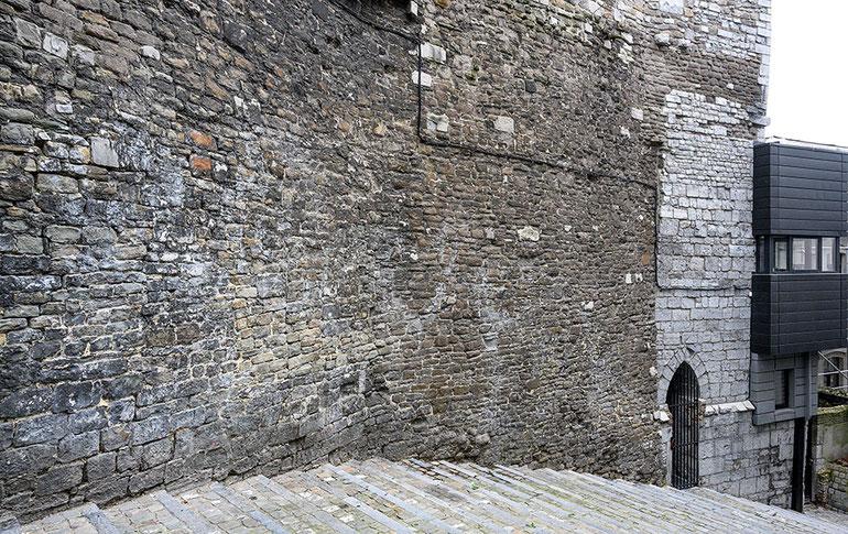 Mittelalterliche Natursteinwand, Praxistest der NIKON Z 7 mit Z-NIKKOR 24-70 mm 1:4S @ 24 mm. Foto: Dr. Klaus Schörner