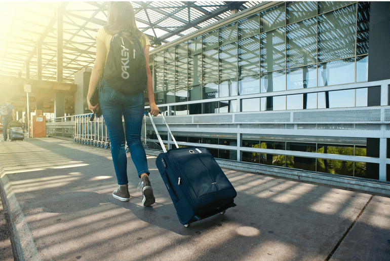 Want credit card tips for international travel? These debit card & credit card picks w/ no foreign transaction fee will help w/ your traveling abroad checklist!  #creditcard #debitcard #transactionfee #travel  #internationaltravel #destinationwedding