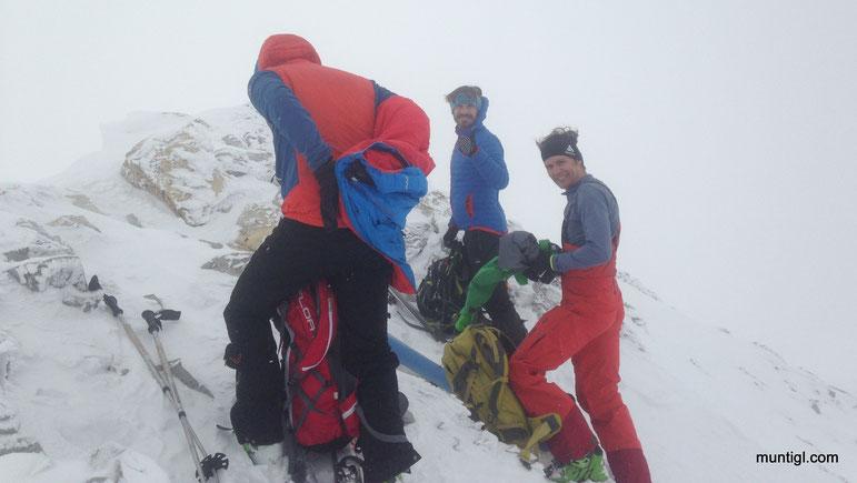 nach ziemlich genau 3h am Gipfel... bist gscheit... kalter, starker Wind... schnell wieder weg