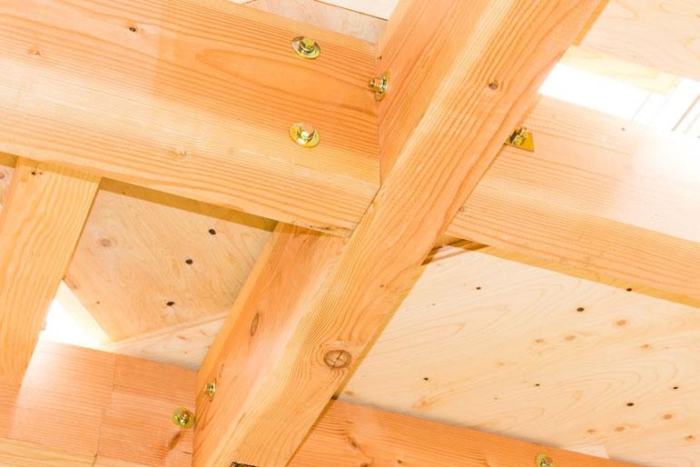 耐震加工をした家の梁の様子