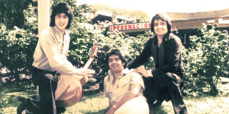 Los Chichos promocionando Amor de Compra y Venta ~1980. Madrid (Foto de los archivos de Universal Music) ( en color   exclusiva de forojerista)