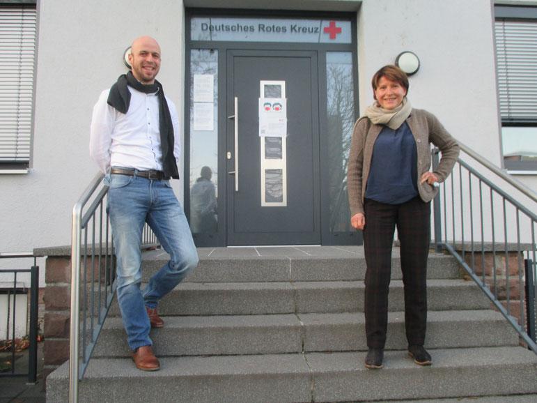 Janosch Müller (Leiter Suchthilfezentrum beim DRK Odenwaldkreis) mit Petra Neubert