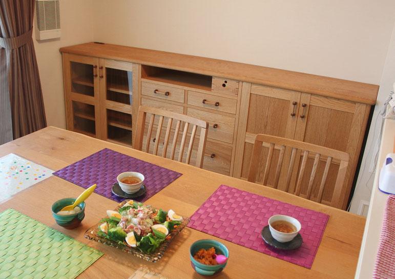 ダイニングルームで使う多機能サイドボード(横浜市・Y様邸)コーヒーメーカーなどを収納