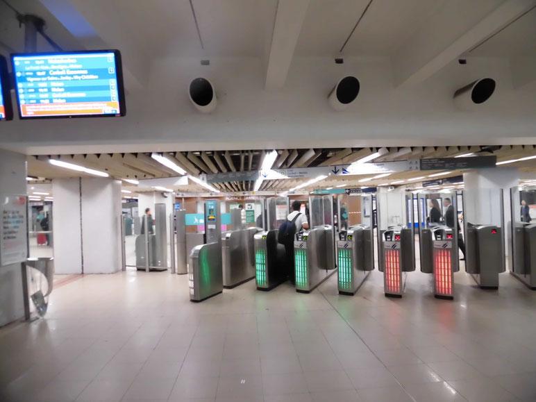 合理的なデザイン、地下鉄の駅