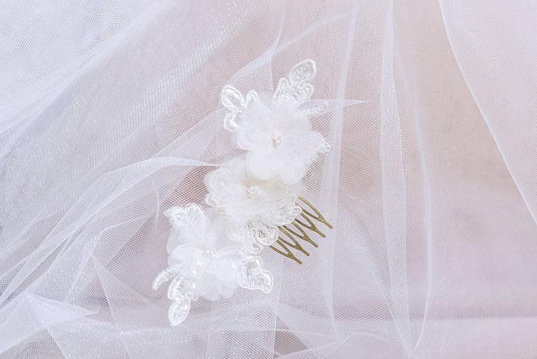 Fascinator aus Spitze. Brauthaarschmuck 2019 2020. Bohemian Vintage Kopfschmuck in Ivory. Spitzen Haarschmuck. Lace Headpiece wedding. Lace Fascinator for the boho look.