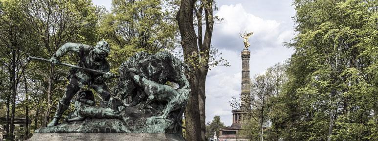 Tiergarten und Siegessäule in Berlin als Farbfotografie im Panorama-Format